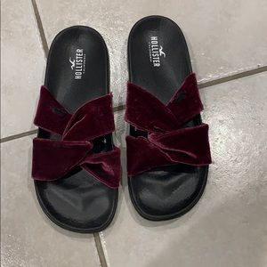 New without tags velvet Hollister Slides